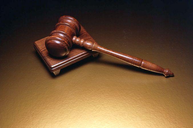 Суд идёт – дело против адвоката.