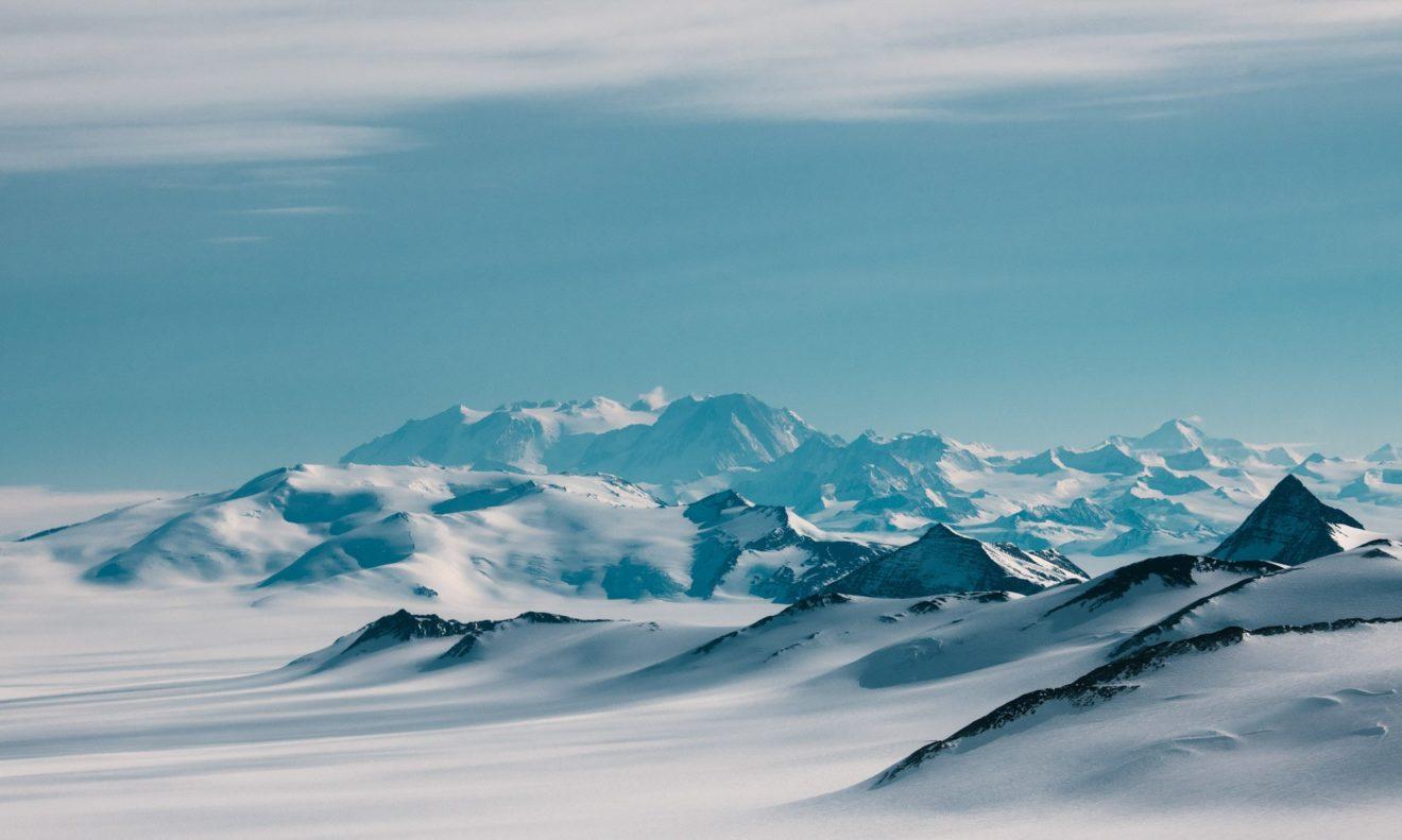 Российские исследователи открыли Антарктиду 200 лет назад. Что мы знаем о самом холодном континенте Земли.