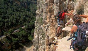 Опасные туристические маршруты Тропа через Драконовы горы