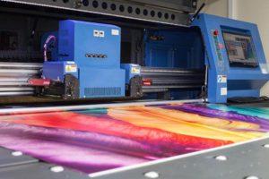 В чем разница между обычными чернилами и УФ-печатью