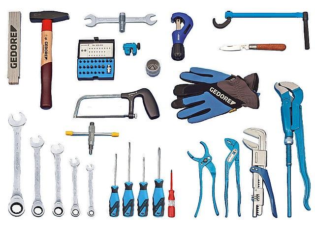 Какой набор инструмента у сантехника