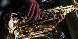 Почему стоит заказать услуги саксофониста на праздник