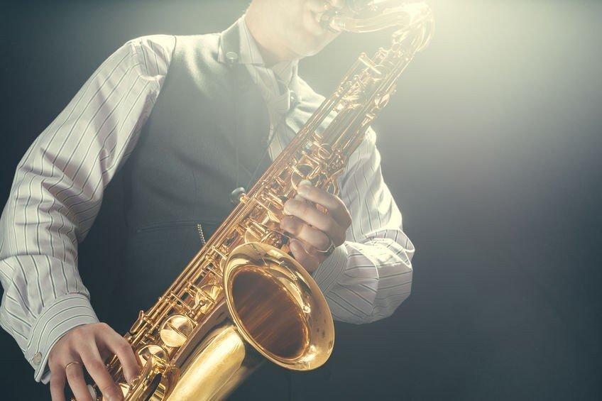 Почему стоит заказать услуги саксофониста на праздник?