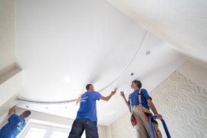 Как проверить качество натяжного потолка после установки