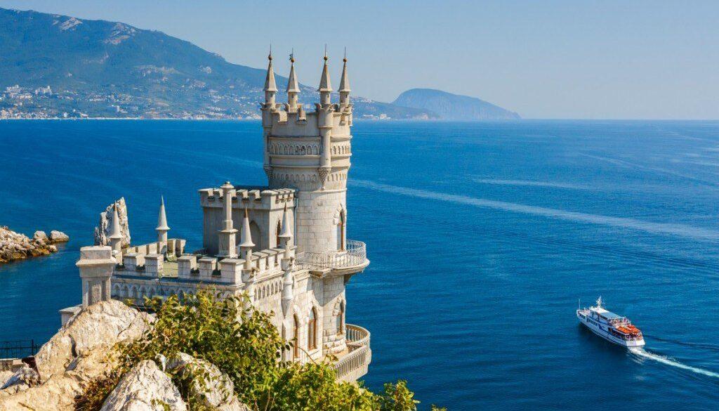 Что лучше ехать в Крым на своей машине или лучше арендовать машину в Крыму